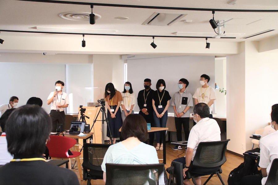 info_news_ryugakuseipresen_ph19.jpg