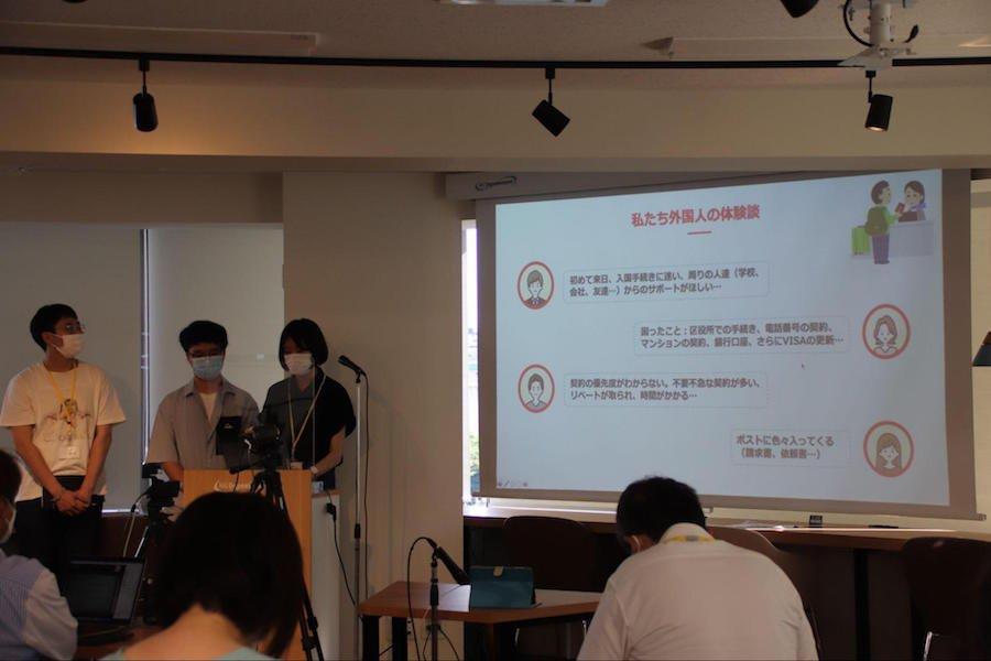 info_thum_ryugakuseipresen_ph02.jpg